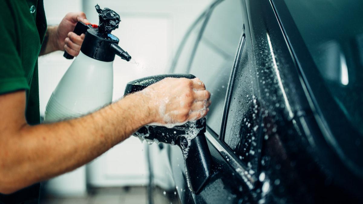 Oklejanie samochodu – na czym polega i jakie korzyści się z tym wiążą?