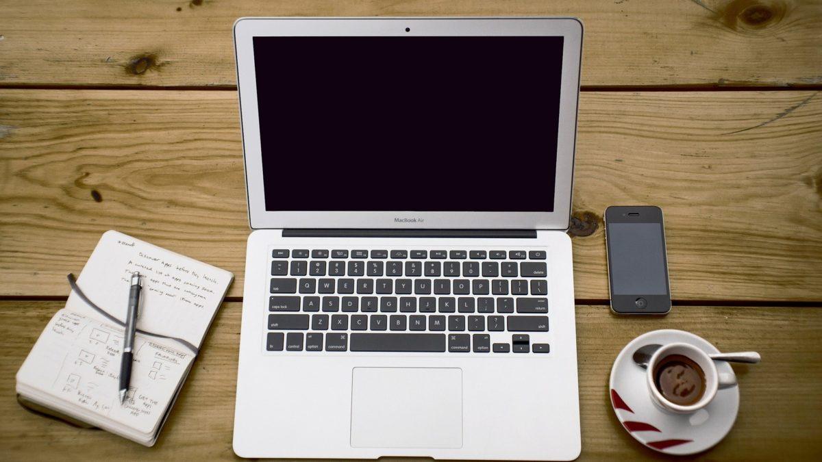 3 rzeczy, których nigdy nie należy robić po zalaniu MacBooka