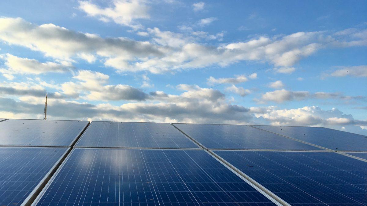 Panele słoneczne – cena, rodzaje i alternatywy